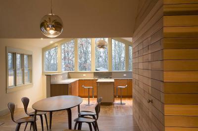 Fával burkolt fal - konyha / étkező ötlet, modern stílusban
