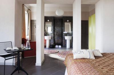Háló és fürdőszoba egyben - háló ötlet, modern stílusban