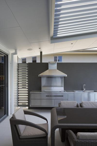 Nyári konyha a verandán - erkély / terasz ötlet, modern stílusban