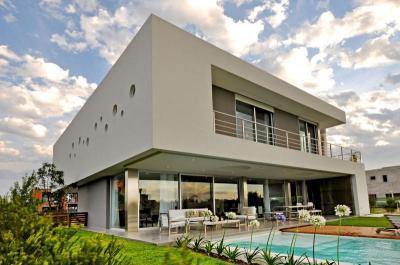 Modern lakóház medencével - homlokzat ötlet, modern stílusban