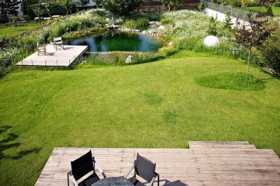 Tó a kertben - kert / udvar ötlet, modern stílusban