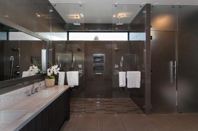 Barna burkolat - fürdő / WC ötlet, modern stílusban