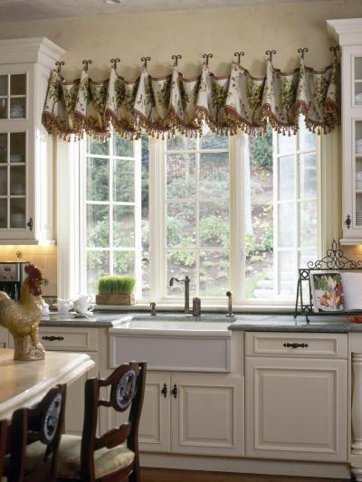 Kilátás a mosogató mellől - konyha / étkező ötlet, klasszikus stílusban