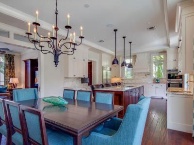 Kék étkezőszékek - konyha / étkező ötlet, klasszikus stílusban