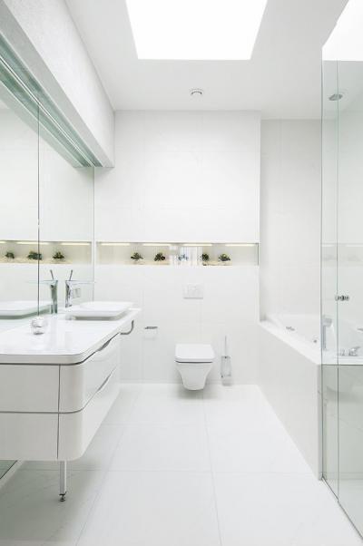Ragyogó fehér - fürdő / WC ötlet, modern stílusban
