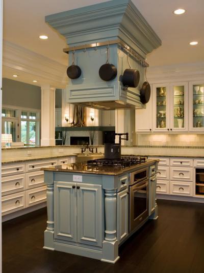 Tágas, szigetes konyha - konyha / étkező ötlet, klasszikus stílusban