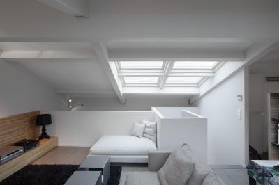 Nappali a tető alatt - nappali ötlet, modern stílusban