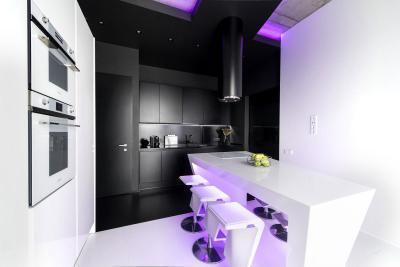 Fekete fehér konyha - konyha / étkező ötlet, modern stílusban
