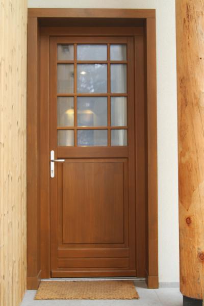 Üvegezett bejárati ajtó - bejárat ötlet, klasszikus stílusban
