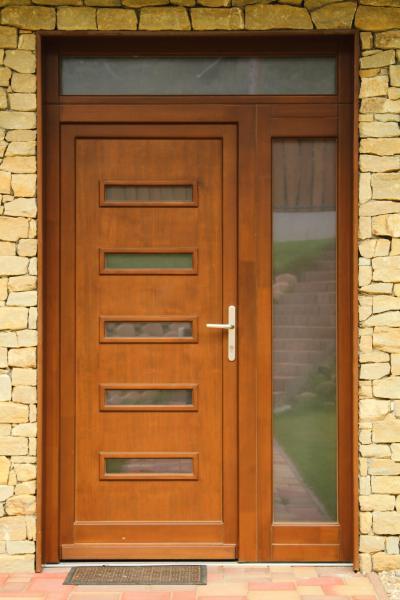 Bejárati ajtó üveg betéttel - bejárat ötlet, rusztikus stílusban