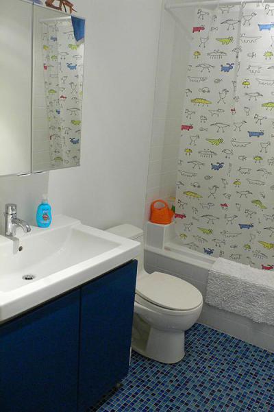 Gyerek fürdőszoba - fürdő / WC ötlet, modern stílusban