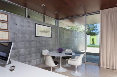 Látszóbeton a nappaliban - nappali ötlet, modern stílusban