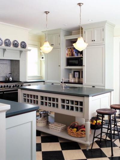 Fehér konyha, szigettel - konyha / étkező ötlet, klasszikus stílusban