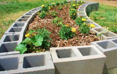 Magaságyás  - kert / udvar ötlet, modern stílusban