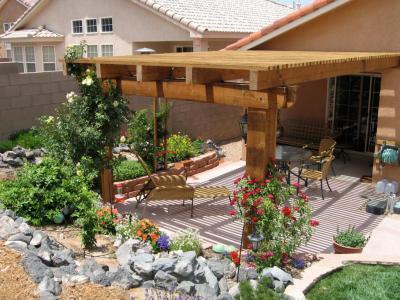 Pihenés a pergola alatt - kert / udvar ötlet, mediterrán stílusban
