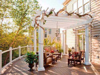 Fehér pergola - erkély / terasz ötlet, klasszikus stílusban