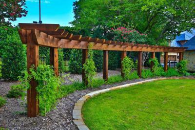 Félkörívben pergola - kert / udvar ötlet, klasszikus stílusban