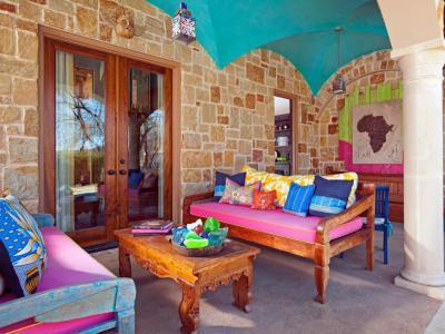 Élénk színű terasz - erkély / terasz ötlet
