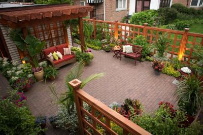 Udvar sok növénnyel - kert / udvar ötlet, klasszikus stílusban