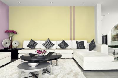 Csíkosra festett fal - nappali ötlet, modern stílusban