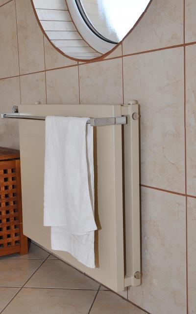 Matrix radiátor egyedi fotólemezes burkolattal - fürdő / WC ötlet, modern stílusban