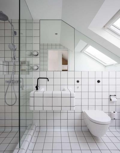 Fekete fugák a fürdőben - fürdő / WC ötlet, modern stílusban