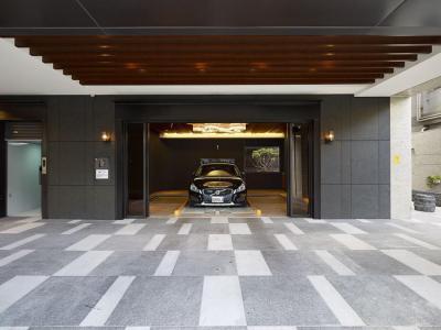 Látványos garázs - garázs ötlet, modern stílusban