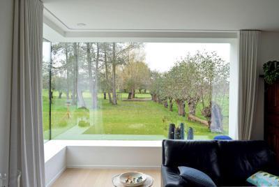 Sarokablak a nappaliban - nappali ötlet, modern stílusban