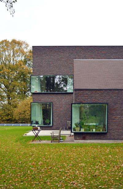 Tégla és üveg a homlokzaton - homlokzat ötlet, modern stílusban
