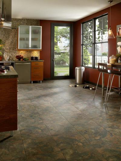 Bordó falas konyha - konyha / étkező ötlet, modern stílusban