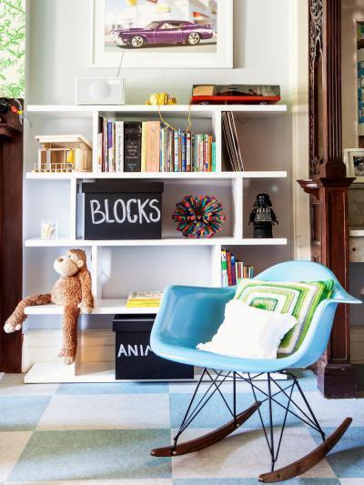 Kék hintaszék - gyerekszoba ötlet, modern stílusban