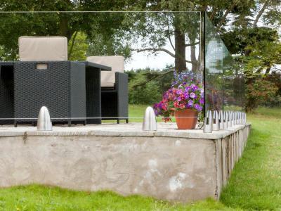 Terasz üvegkorláttal - erkély / terasz ötlet, modern stílusban