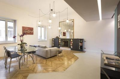Többféle burkolat egy helyiségben - nappali ötlet, modern stílusban
