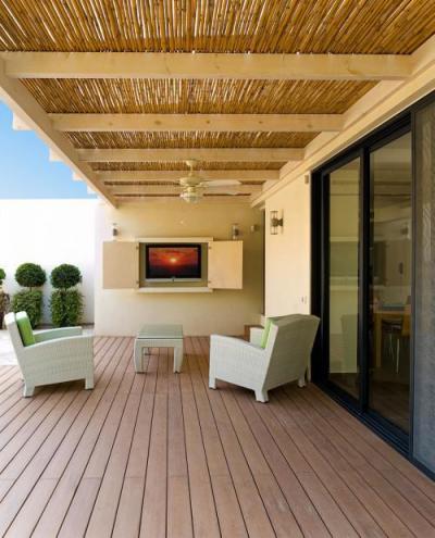 Fedett terasz bútorokkal - erkély / terasz ötlet, modern stílusban