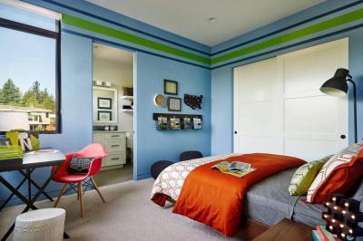 Kamasz szoba kék fallal - háló ötlet, modern stílusban