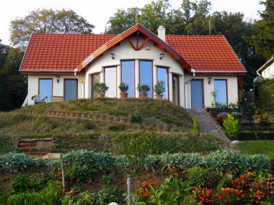 TONDACH® Bolero kerámia tetőcserép terrakotta színben - tető ötlet, modern stílusban