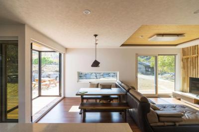 Nappali bőrkanapéval - nappali ötlet, modern stílusban