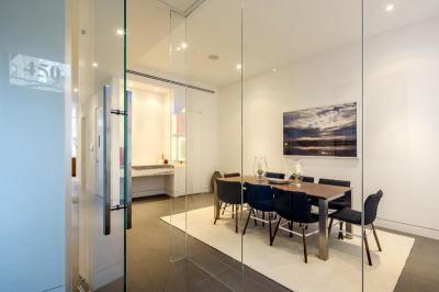 Étkező üvegfallal - konyha / étkező ötlet, modern stílusban