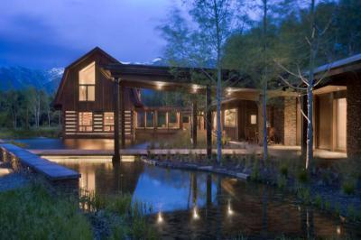 Kerti tó a faházhoz - homlokzat ötlet, rusztikus stílusban