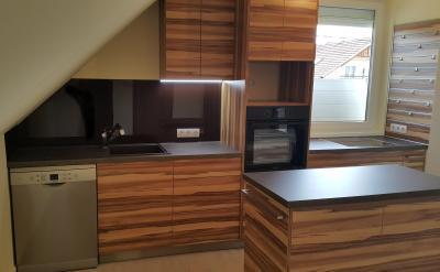 Zebrano mintás konyhabútor - konyha / étkező ötlet, modern stílusban