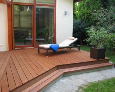 Tágas terasz nyugággyal - erkély / terasz ötlet, modern stílusban