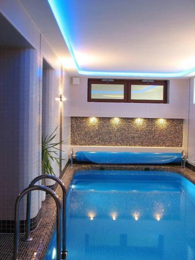 Beltéri medence otthonra - fürdő / WC ötlet, modern stílusban