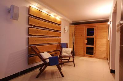 Wellness helyiség szaunával - belső továbbiak ötlet, modern stílusban