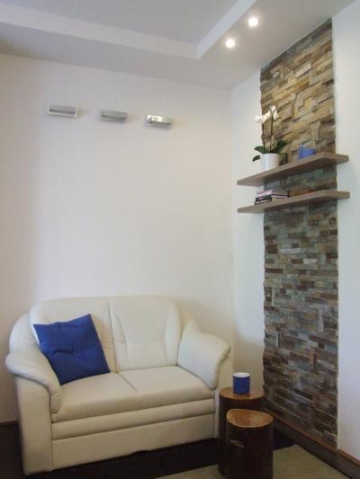 Pihenősarok a nappaliban - nappali ötlet, modern stílusban