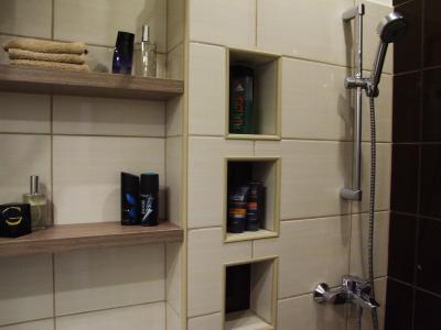 Tárlók a fürdőszobában - fürdő / WC ötlet, modern stílusban