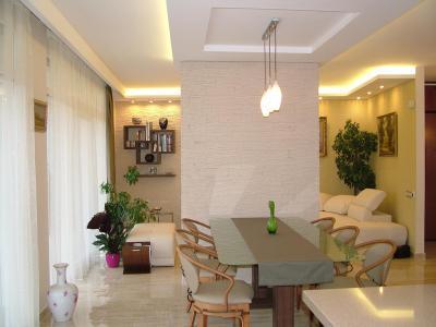 Térelválasztó fal az étkezőben - konyha / étkező ötlet, modern stílusban