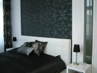 Elegáns hálószoba tapétával - háló ötlet, modern stílusban