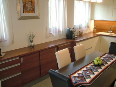 Tálalószekrény a konyhában - konyha / étkező ötlet, modern stílusban