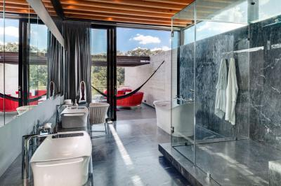 Üvegfalú zuhanykabin a fürdőben - fürdő / WC ötlet, modern stílusban