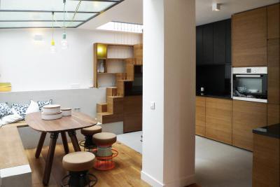 Tárolóbútor és lépcső egyben - konyha / étkező ötlet, modern stílusban